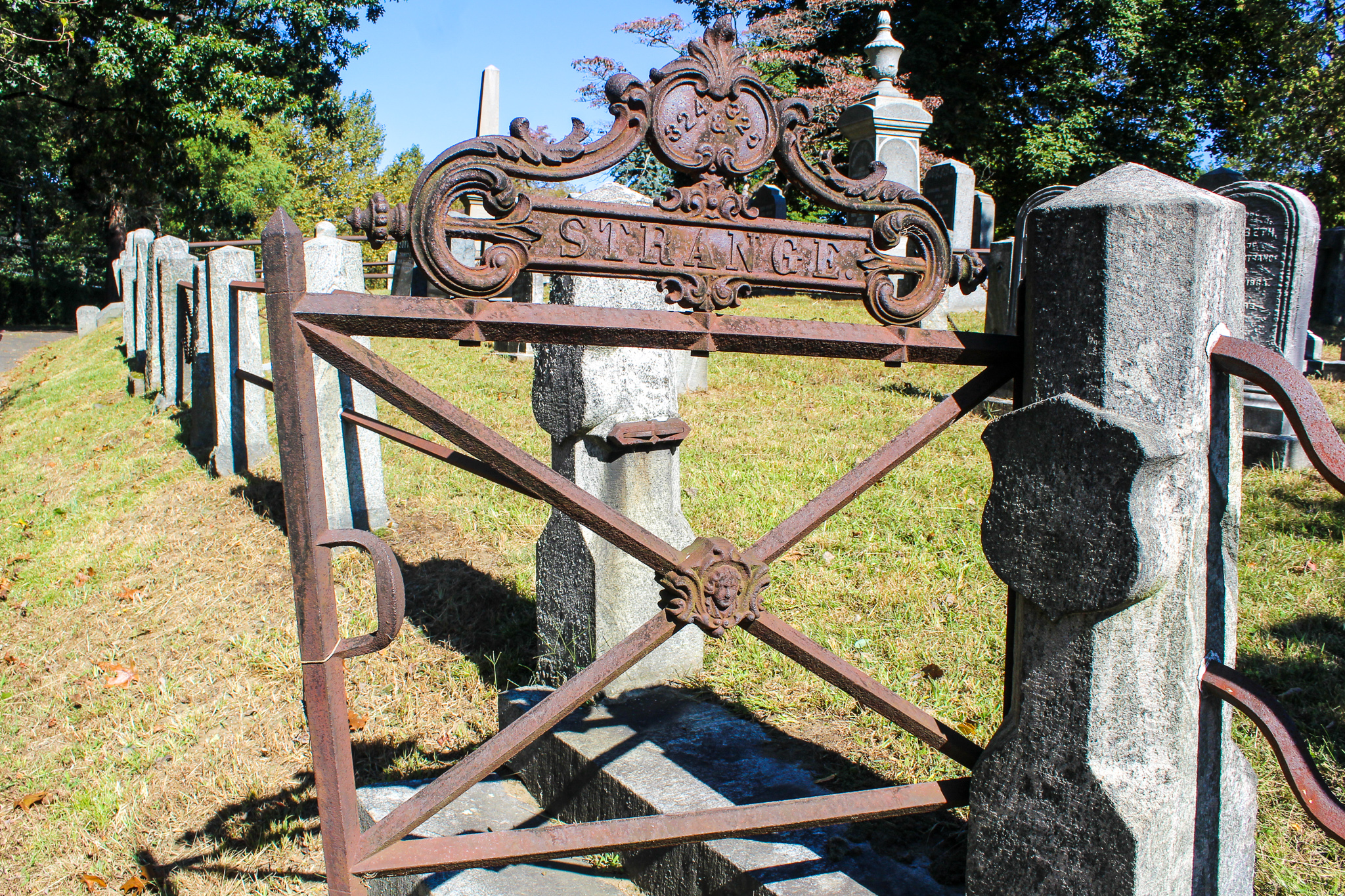exploring the cemetery is what to do in sleepy hollow