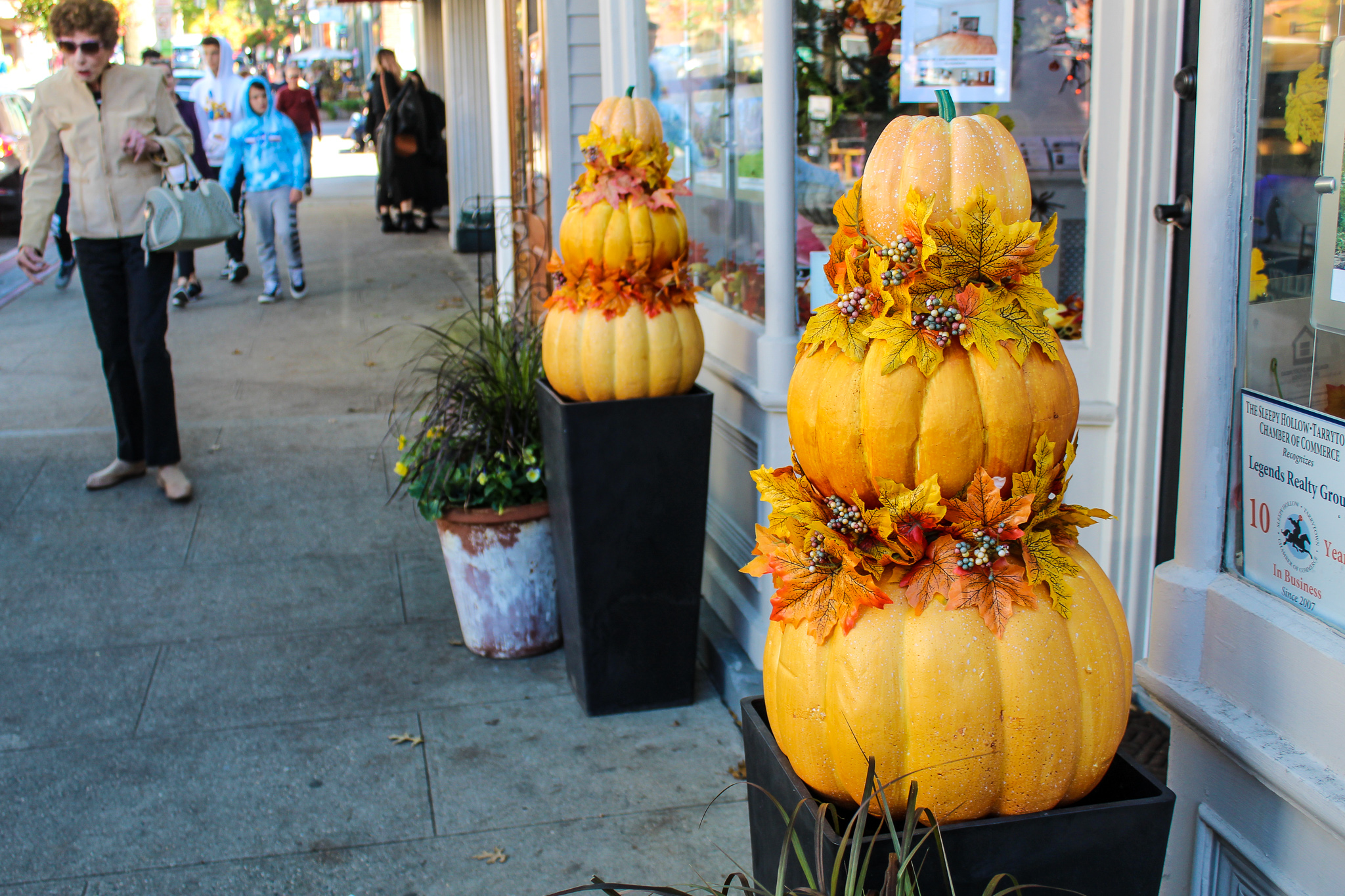 best fall day trips from nyc: go to tarrytown for food and drinks