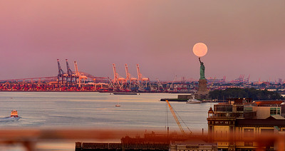 Lady_Liberty_and_Moon