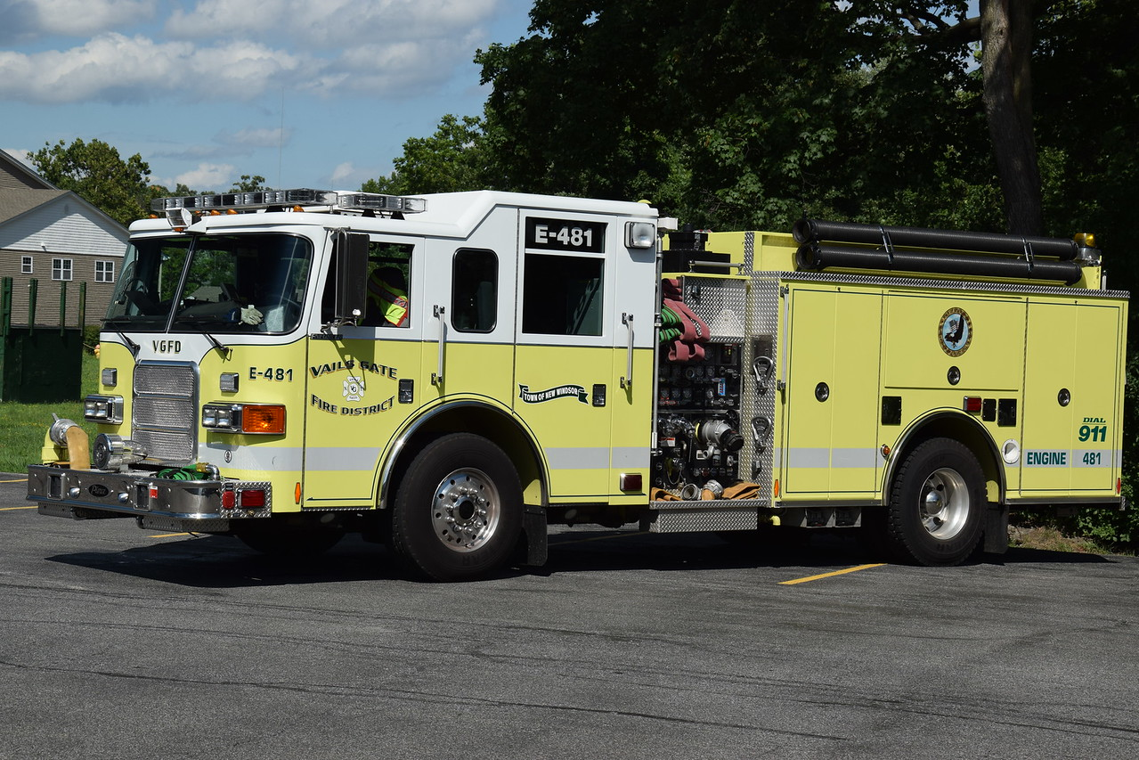 Vails Gate Fire Department Engine 481