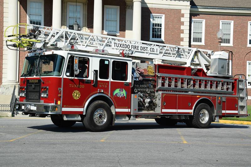 Tuexdo Park Fire Department Truck 575