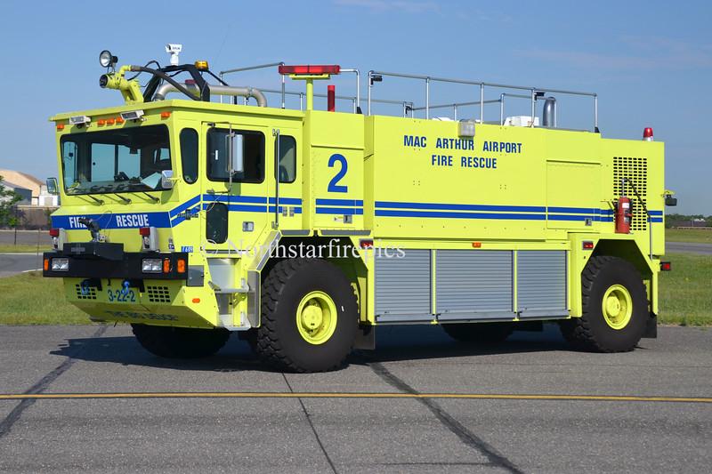 Long Island Mac Arthur AP R-2 0263