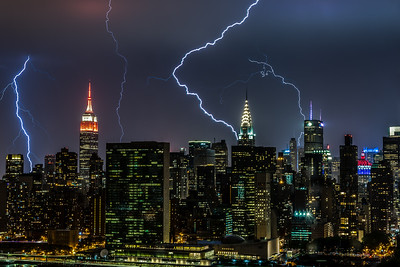 Multiple lightning strikes Manhattan