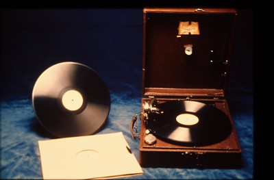 In 1934 the Society began producing portable phonographs and a series of 78-rpm discs containing 4 1/2-minute Bible lectures. They produced more than 47,000. jv. p. 87