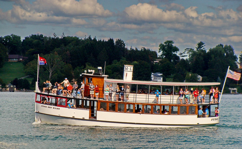 Cruising Skaneateles Lake