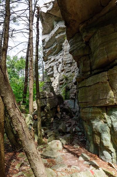 Arching Rocks Trail. Mohonk Preserve, New York