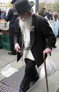 Williamsburg man with cane