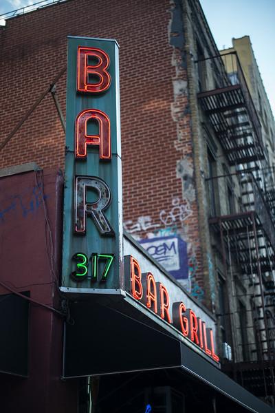 Bar & Grill 317 Houston St