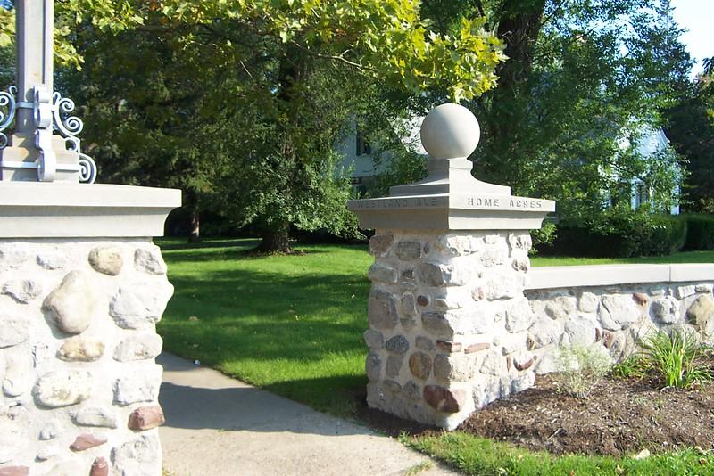 Home Acres Neighborhood Gateway