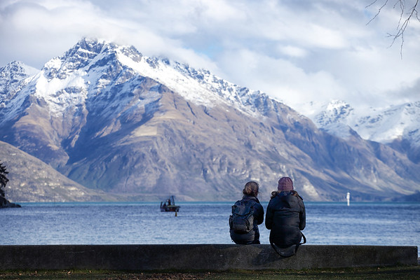 Chilling out at Lake Wakitipu, Queenstown