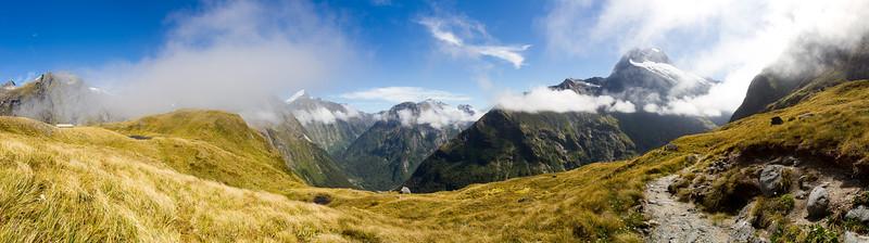 Mackinnon Pass - panorama 4