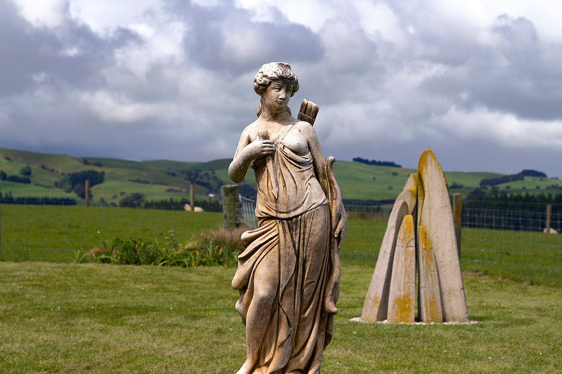 angel statue stonehenge nz