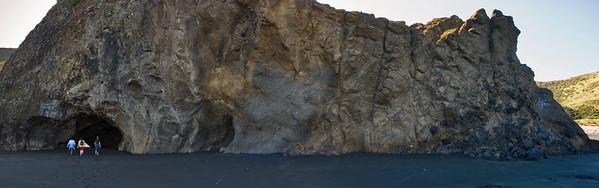 Rocky outcrop Bethells Beach Mew Zealand - 9 Apr 2007