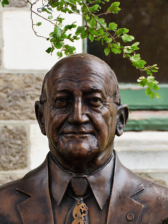 Bronze bust of Tipene O'Regan, rakatira, kaumatua, writer, orator and teacher, principal negotiator of the Ngai Tahu settlement Christchurch South Island New Zealand