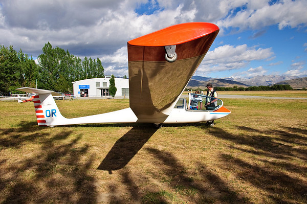 Glider pre-flight briefing Omarama Airfield