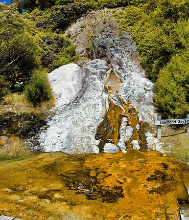 Diamond geyser Orakei Korako New Zealand - 31 dec 2007