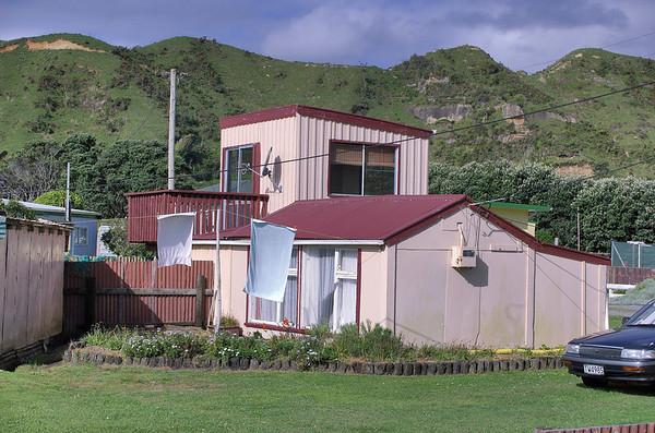 The great kiwi bach Taranaki New Zealand - 26 Oct 2006