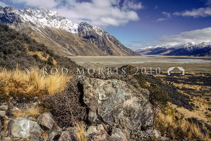 11011- 75011 Mackenzie Country scenery. 'Dry lands' vegetation of the upper Tasman Valley *