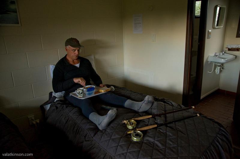 nz guide's motel breakfast in bed #1