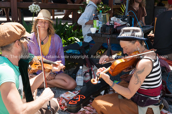 Musicians at Flat White, Waih Beach.<br /> Model/property released; no.<br />  Editorial and personal use