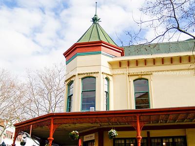 Wanganuiold colourful buildings