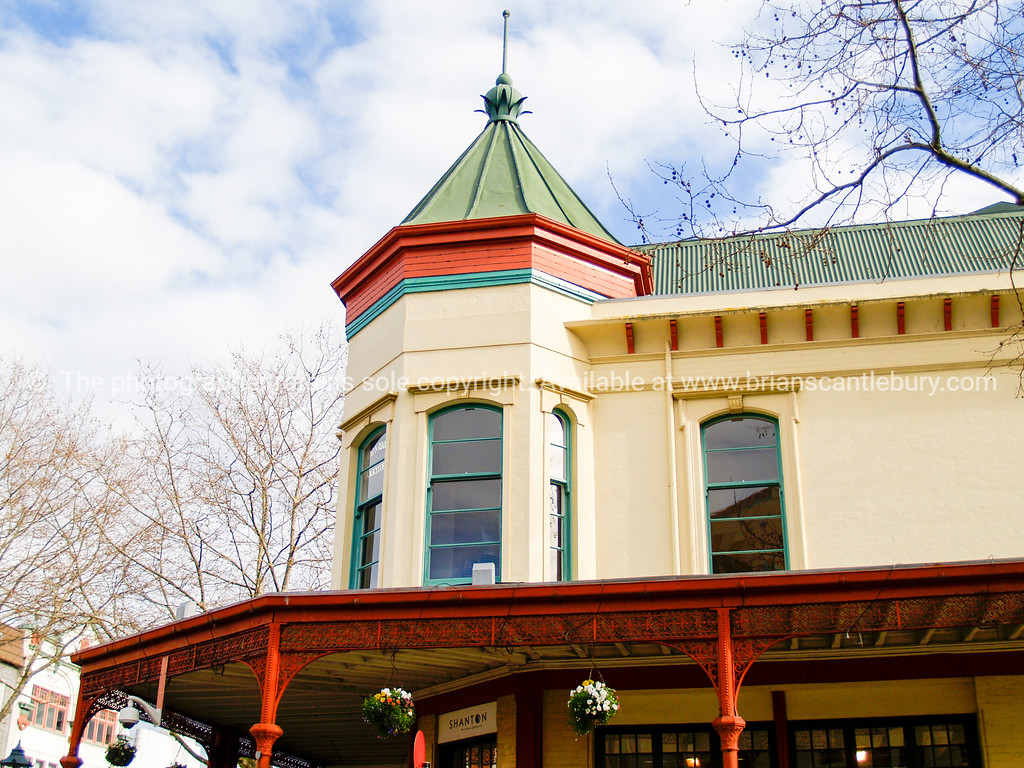 Wanganuiold colourful buildings