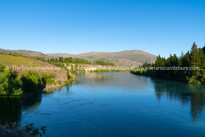 Beautiful Kawarau River through Bannockburn near Cromwell