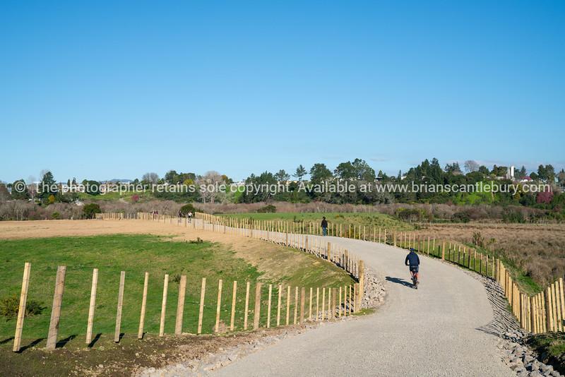 Cycle and walking trail along Takatimu Drive Tauranga