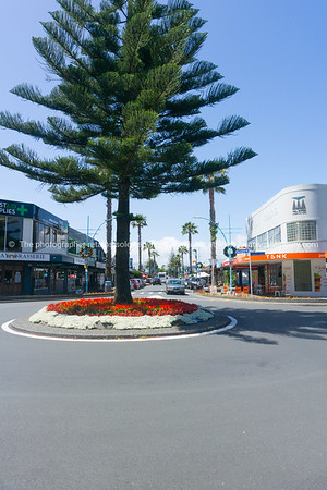 Maunganui Road from Pacific Avenue intersection and roundabout