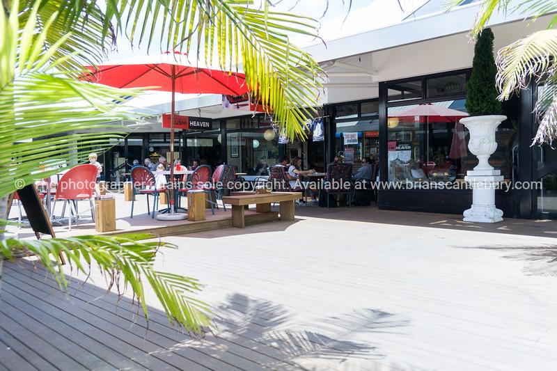 Mount Maunganui favourite New Zealand holiday destination. The Cruise Deck, 169 Maunganui Road.