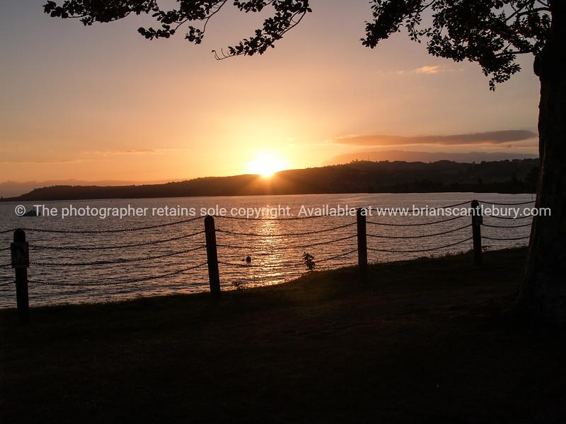 Sun sets across Lake Taupo.