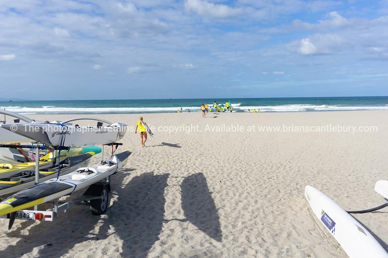 Members Mount Maunganui Surf Lifesavers club head down beach