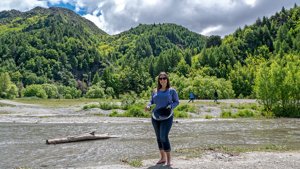 Day Trips From Queenstown: Panning for gold at the Arrow River in Arrowtown