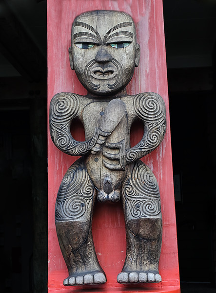 Māori Carving - Arataki Visitor Centre