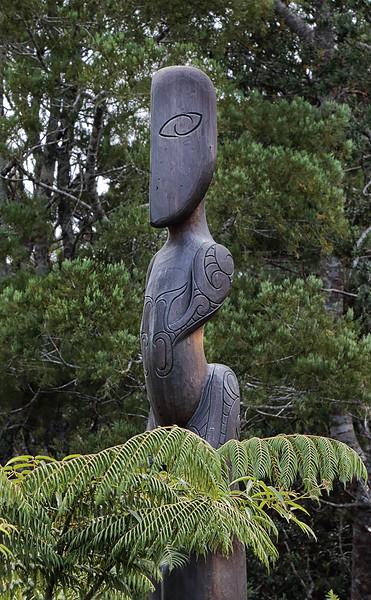 Māori Sculpture - Arataki Visitor Centre