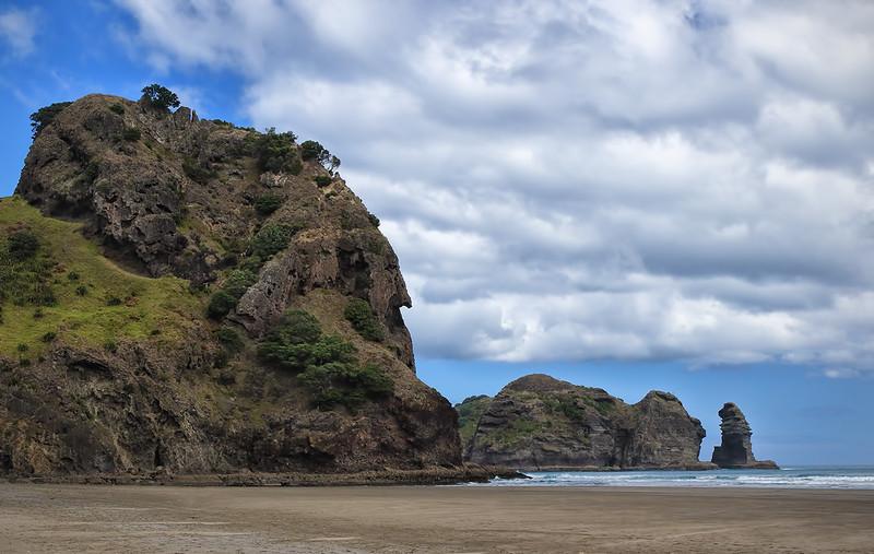 Lion Rock-Piha Beach