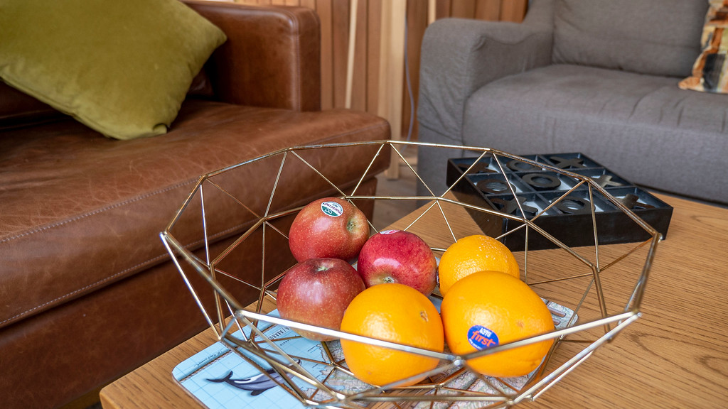 Rainforest Retreat in Franz Josef New Zealand: Coffee table and fresh fruit