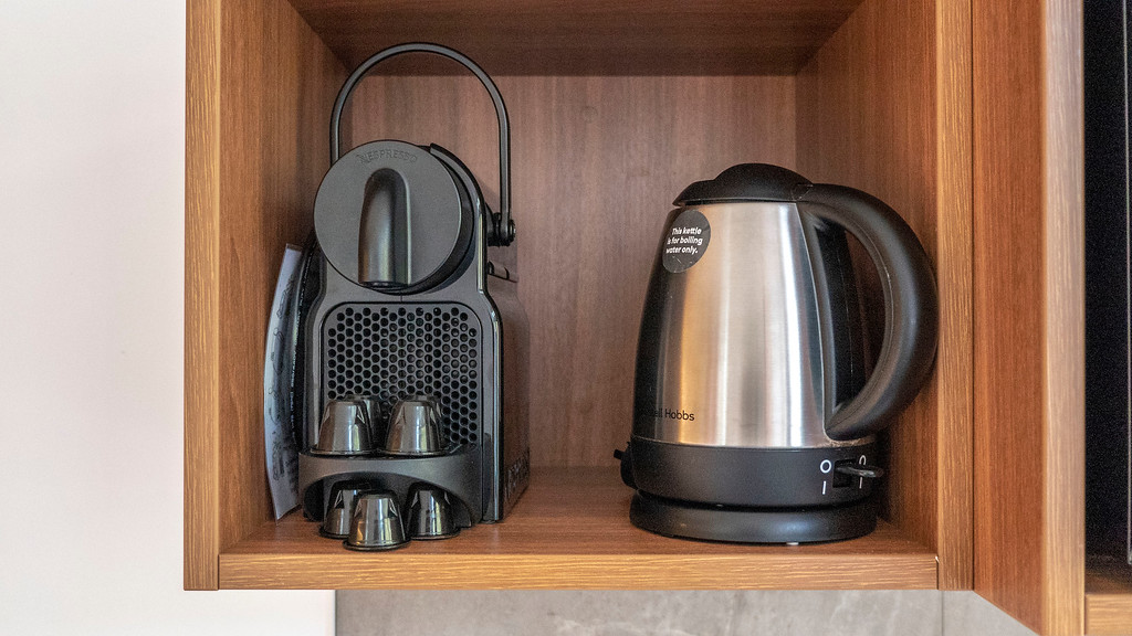 Rainforest Retreat in Franz Josef New Zealand: Kettle and Nespresso Machine - Tree Lodge