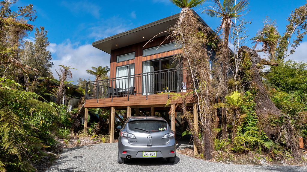 Rainforest Retreat in Franz Josef New Zealand: Exterior of the Deluxe Tree Lodge