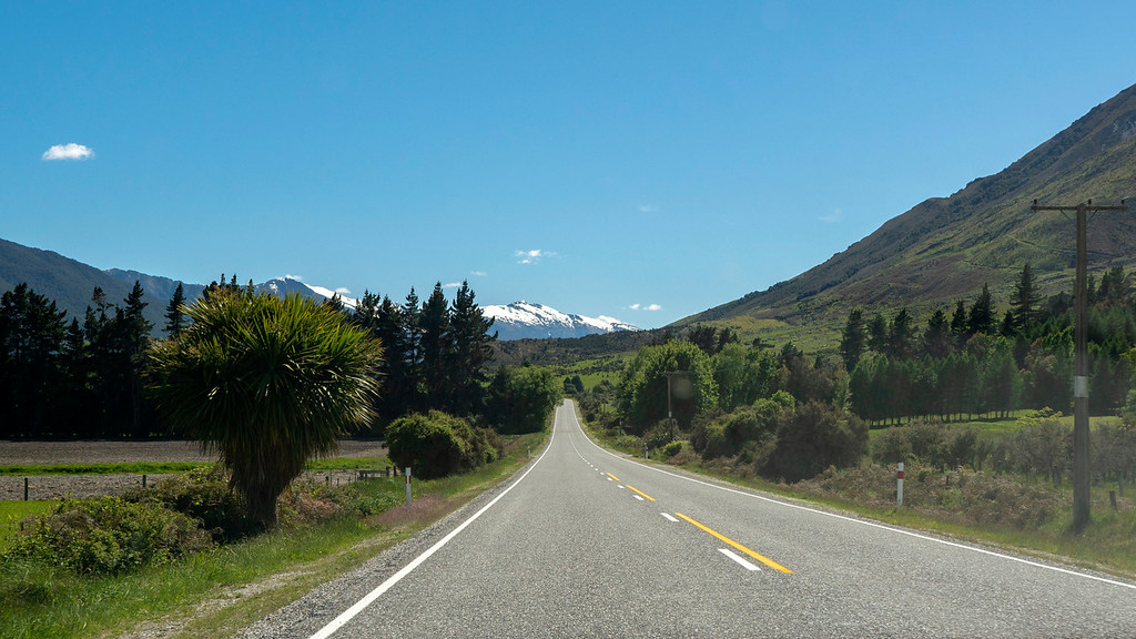Drive on the left - rent a car in New Zealand - New Zealand road trip rules