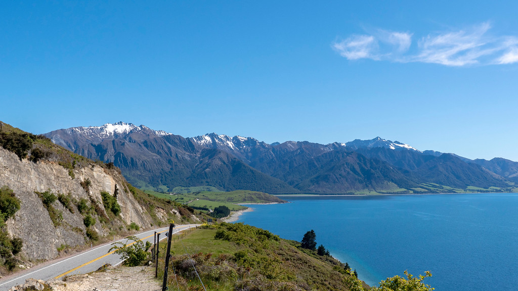 Lake Wanaka, New Zealand - Rent a car in New Zealand - Road Trip