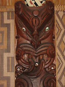 Carvings & tukutuku (reed panels) inside the meeting house.