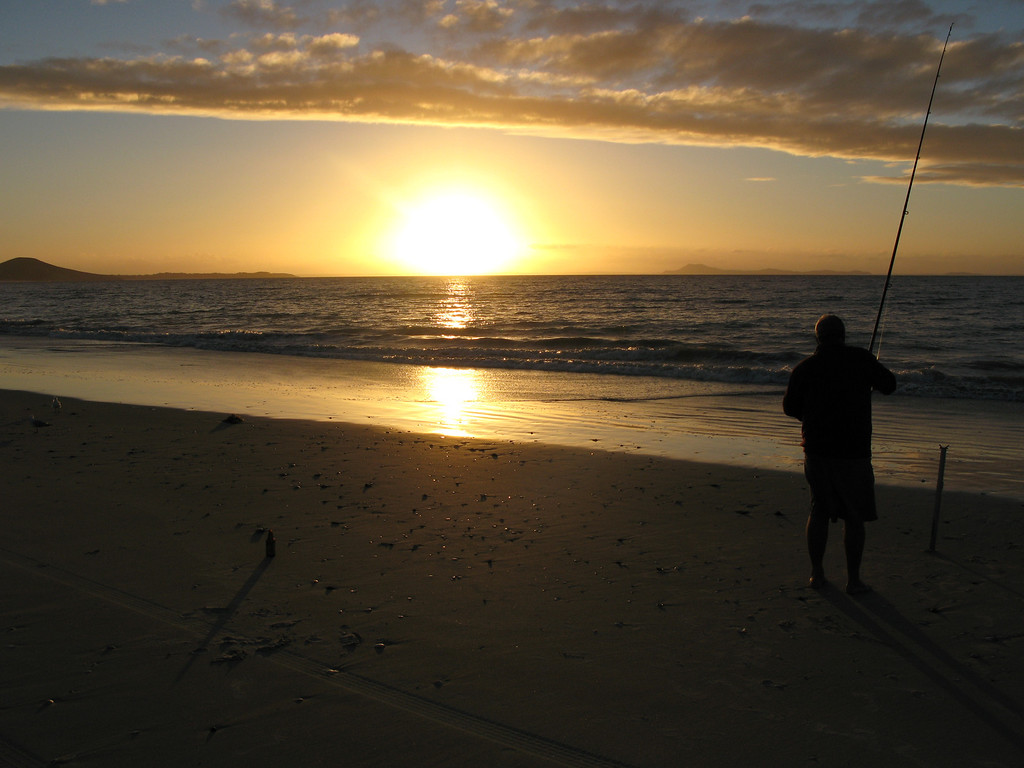 Sunset & fishing on Karikari Beach