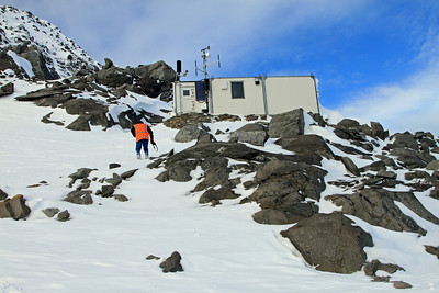 Wayne Carran climbs up towards Crosscut Hut on the slopes of Mount Crosscut.
