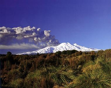 0998 - mt rurapehu - erupting