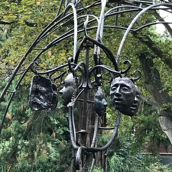 2018-03-06 - 06 Christchurch NZ botanic garden Regret sculpture