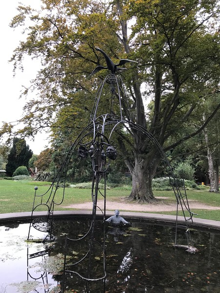 2018-03-06 - 07 Christchurch NZ botanic garden Regret sculpture