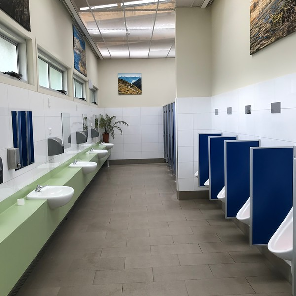 2018-02-24 - Te Anau, NZ Public Toilets 02