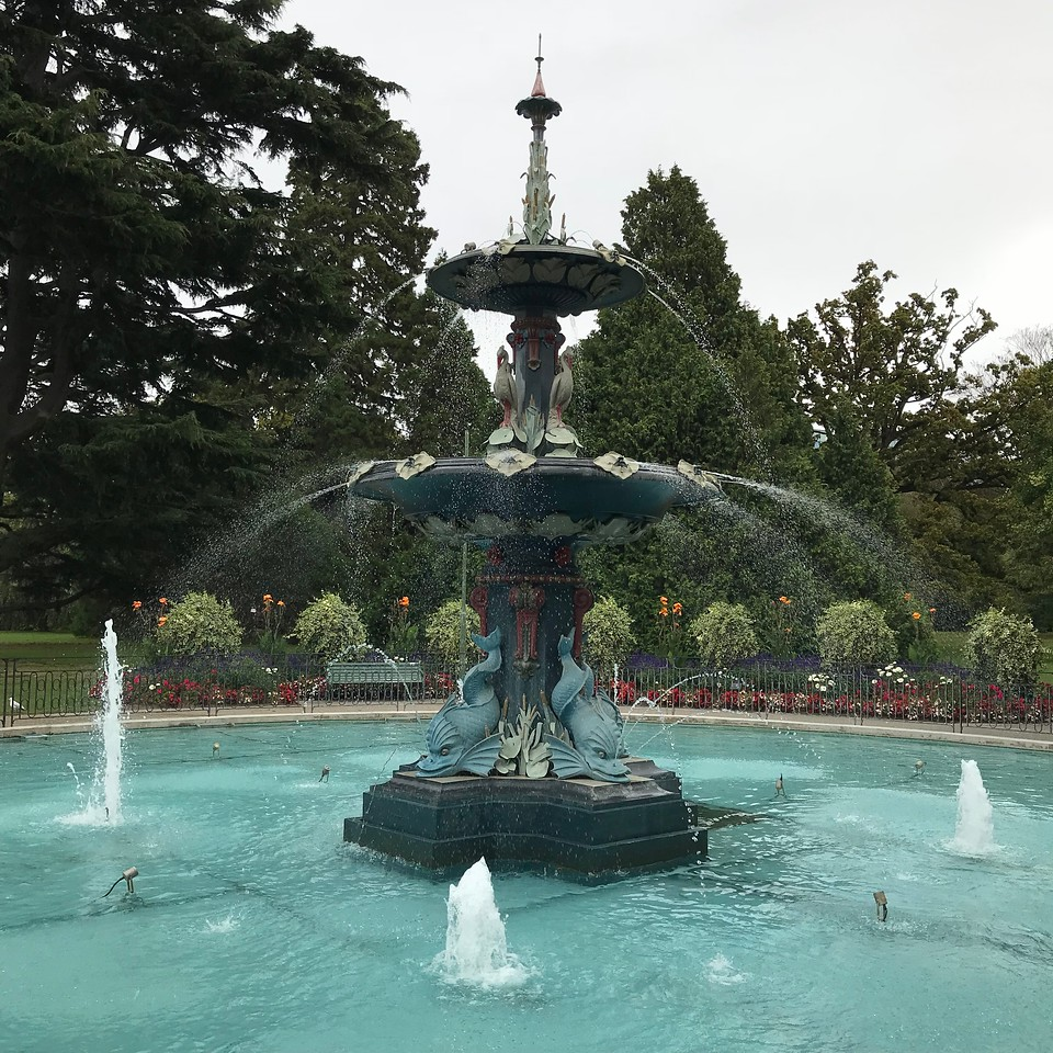 2018-03-06 - 04 Christchurch NZ botanic garden Peacock fountain