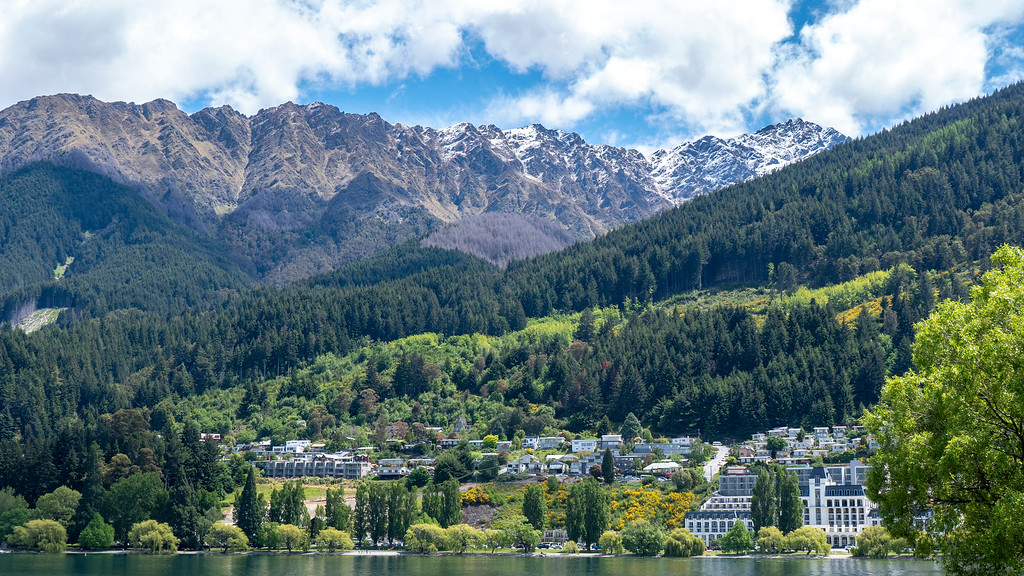 Things to Do in Queenstown: Stunning views of the mountains